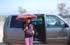 Умка фанатеет возле машины :))